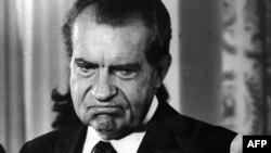 37-й президент США Річард Ніксон у день, коли він оголосив про свою відставку внаслідок справи Вотерґейта, 9 серпня 2974 року