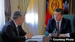 Медетбек Айдаралиев и Сооронбай Жээнбеков.