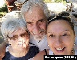 Тодор Пешев заедно със съпругата и дъщеря си