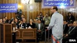 Иран бизнесмені Амир Хосравидің сотта тұрған кезі. 11 наурыз 2012 жыл.