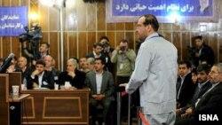 مهآفرید امیر خسروی در یکی از جلسات دادگاه