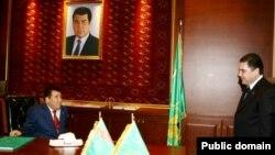 Tүркмөнстандын экс-президенти Ниязов, азыркы президенти Бердымухмедов (ал кезде саламаттык сактоо министри)