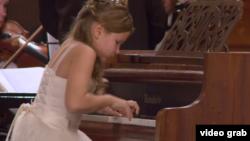 Qırımdan kelgen istidatlı pianinocı Hrıstına Mihayliçenko