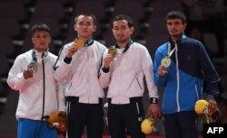 Чемпионы Азиады (слева направо): Эрденбаатар Шаллуу, Баглан Ибрагим, Бейимбет Канжанов и Ахмад Рахматтилаев (Узбекистан).
