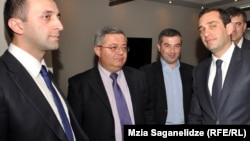 """Как шутят в Тбилиси, встречи сторон приняли форму чуть ли не """"тайных вечерь"""" с участием двух Давидов"""