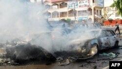بسیاری از خودروهای اطراف محل انفجار در آتش سوختهاند