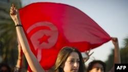 متظاهرات تونسيات أمام مقر المؤسسة العليا المستقلة للإنتخابات