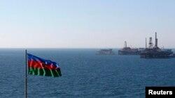 Нефтяные платформы в Каспийском море, 2013. Иллюстративное фото