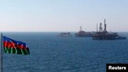 Azerbaijan -- A state flag flutters in the wind on an oil platform in the Caspian Sea, 22Jan2013