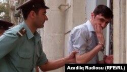 Tural Abbaslı həbs olunan zaman. Bakı, 19 Sentyabr, 2011