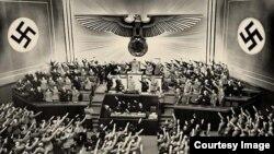 Кадр із фільму Михайла Ромма «Звичайний фашизм»