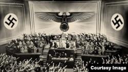 Кадр з фільму «Звичайний фашизм»