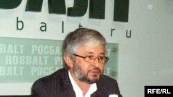 Додоҷони Атовулло дар нишасти хабарӣ дар Маскав, 24-уми июни соли 2008.