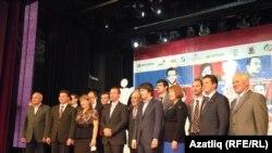 Шахмат ярышы ачылышында Татарстан түрәләре танылган шахматчылар белән фотога төште