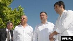 Lideri nekih od opozicionih stranaka Nebojša Medojević (Pokret za promjene), Srđan Milić (Socijalistička narodna partija), Andrija Mandić (NOVA) i Neven Gošović (Socijalistička narodna partija), mart 2010.