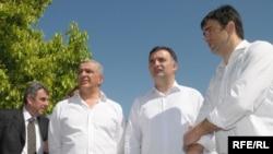 Lideri udružene opozicije Nebojša Medojević (PzP), Srđan Milić, Andrija Mandić (NOVA) i Neven Gošović (SNP) prilokom nedavnog zvaničnog proglađšenja predizborne kampanje, foto: Savo Prelević