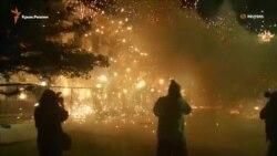 Посольство России в Киеве обстреляли фейерверками (видео)
