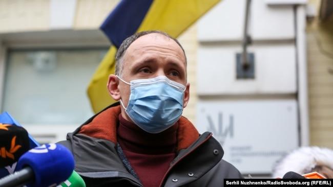 Олег Татаров біля ВАКС, де 24 грудня 2020 року йому мали обрати запобіжний захід