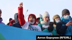 Яна Дробноход на акции протесте 23 января (первая слева)