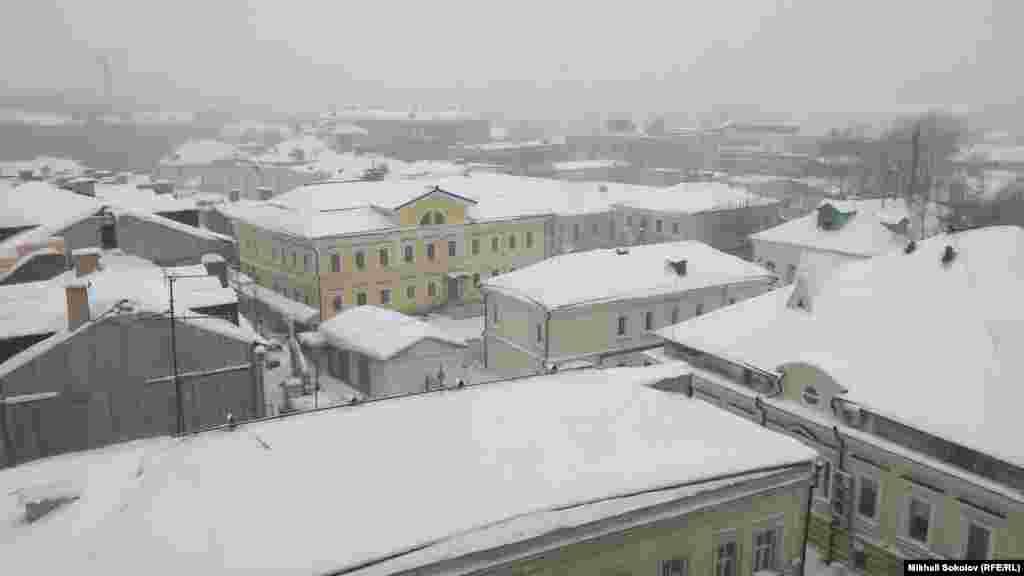 Московские крыши во время снегопада.