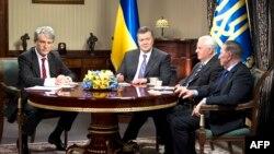 Президент Виктор Янукович Украинанын мурунку мамлекет башчылары менен жолукту. 10-декабрь, 2013-жыл