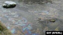 Мазните петна в река Въча са забелязани от жители на Кричим на 14 декември