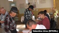 Молдова, Костести шаарындагы добуш берүүчүлөр, 2010-жылдын 5-сентябры.