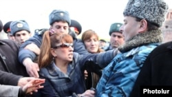 Հայաստան -- Բախում ոստիկանության եւ «Ժառանգություն» խմբակցության պատգամավորների միջեւ, 3-ը մարտի, 2011թ.