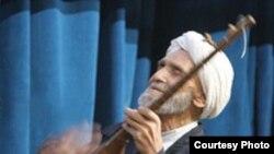 حاج قربان آخرین بازمانده نامدار از بخشی خوان های خراسان محسوب می شد.
