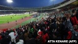 نمای عمومی ورزشگاه آزادی در زمان شهرآورد استقلال و پرسپولیس در آذرماه ۹۳