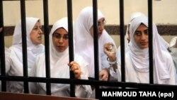 محتجات مصريات في قفص الإتهام