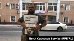 Одиночный пикет в поддержку Абдулмумина Гаджиева. Махачкала, 15 июня 2019 г.