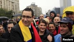 În 2010, premierul Ponta alături de sindicaliștii în protest