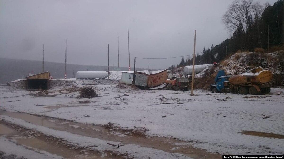 Количество жертв прорыва дамбы в Красноярском крае России выросла