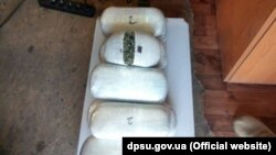 Пакети наркотичної речовини. Імовірно, марихуани. 16 листопада 2017 року