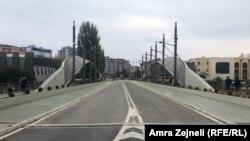Prazan most u Mitrovici - simbol zamrznutih srpsko-albanskih odnosa.
