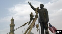 Демонтаж памятника Саддаму Хусейну в Багдаде. Апрель 2003 года