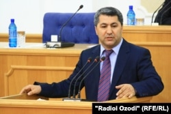 Kabiri speaks in the Tajik parliament in Dushanbe in June 2011.