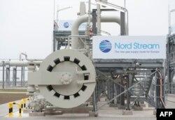 """Газопровод """"Северный поток"""", уже действующий, так и не получил для своего продолжения на суше права на полное исключение из требований """"Третьего энергопакета"""" ЕС – в отличие от европейского проекта Nabucco, лишь обсуждаемого"""