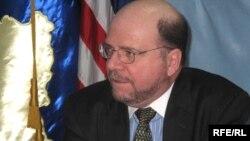 Ambasadori amerikan në Kosovë, Kristofer Dell