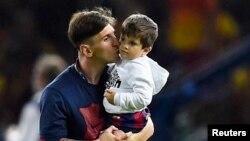 Lionel Messi oğlu ilə birlikdə