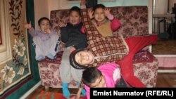 Воспитанники детского дома в Оше, Кыргызстан.