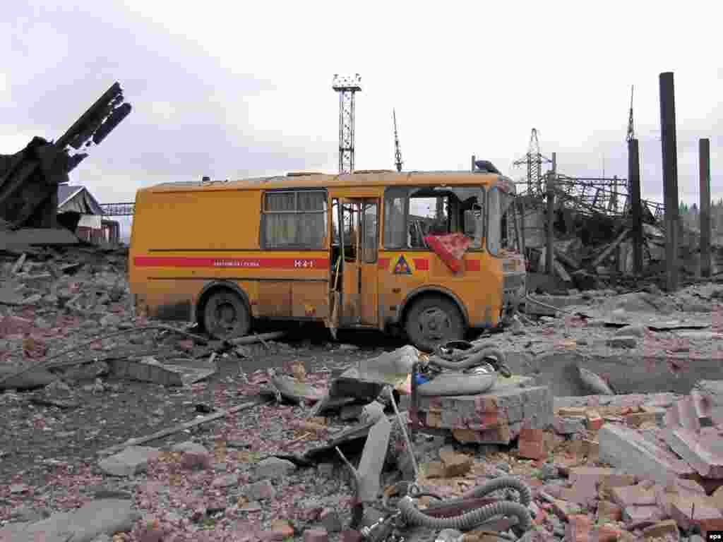 """Вид шахты """"Распадская"""" после взрыва."""