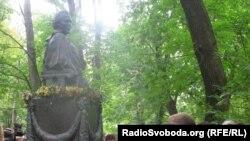 Пам'ятник на могилі Лесі Українки, Київ, 1 серпня 2011 року