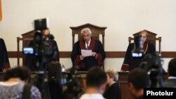 Գագիկ Հարությունյանը հրապարակում է Սահմանադրական դատարանի որոշումը: