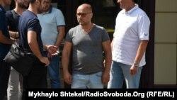 Бізнесмена Вадима Чорного (в центрі) називають власником готелю, в якому сталася пожежа з людськими жертвами