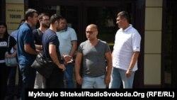 Бізнесмена Вадима Чорного (в центрі) називають власником будівлі, в якій сталася пожежа з людськими жертвами