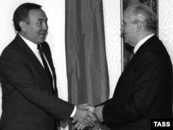 Нұрсұлтан Назарбаевтың СССР-дің тұңғыш және соңғы президенті Михаил Горбачевпен кездесуі. Мәскеу. 25 қыркүйек, 1990 жыл.