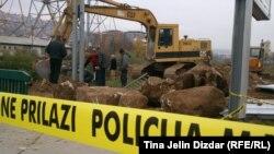 Mjesto ekshumacije u naselju Alipašin most, Sarajevo, novembar 2012.