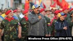 Николас Мадуро встречается с военнослужащими 4 февраля.